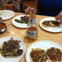 Foto tomada en Tacos Providencia por David A. el 10/30/2012