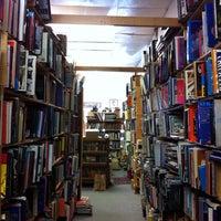 Foto tomada en Paper Moon Books por gmeinerray el 2/2/2014