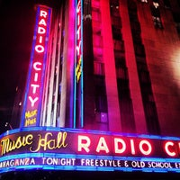 Foto tirada no(a) Radio City Music Hall por Tiffany S. em 4/1/2013