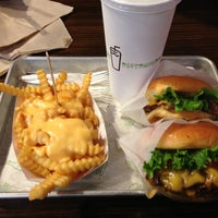 Photo taken at Shake Shack by Genesis Nijhonnie ❤ on 10/17/2012