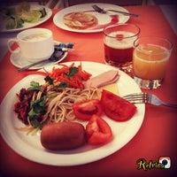 Снимок сделан в Ресторан Отеля Измайлово-альфа пользователем Kristina V. 3/26/2015