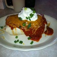 รูปภาพถ่ายที่ Uptown Kitchen & Bar โดย Karen เมื่อ 3/10/2013