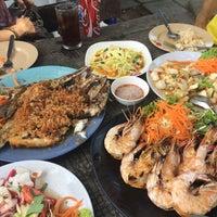 Photo taken at Mae Klong Seafood by Prinprin P. on 7/9/2016
