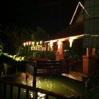 Photo taken at ครัวสุโขทัย สุดยอดความอร่อย ก่อนถึงแม่สาย แวะพักทานอาหารและกาแฟสดก่อนได้นะครับ by Soung i. on 12/26/2012