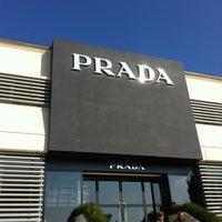 Foto scattata a The Mall Luxury Outlet da Solomon W. il 10/25/2012