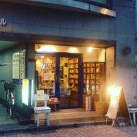 Das Foto wurde bei 旅の本屋 のまど von hapi3 a. am 1/12/2016 aufgenommen