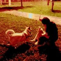 รูปภาพถ่ายที่ Parque 9 - Virgen del Carmen โดย Ktty L. เมื่อ 9/4/2015