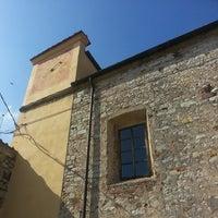 Foto scattata a Castello Di Calenzano da Maraviglia C. il 3/18/2014