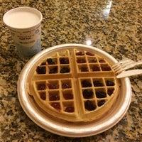 Photo taken at Hampton Inn & Suites Williamsburg-Richmond Rd. by Andreea Maria B. on 8/31/2014