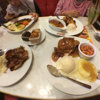 Photo taken at Kenny Rogers Roasters by Amalina I. on 10/2/2015