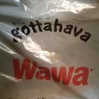 รูปภาพถ่ายที่ Wawa โดย MrAaronQuinn N. เมื่อ 11/16/2012
