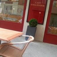 Das Foto wurde bei Cafe Engländer von sabrina o. am 7/10/2013 aufgenommen