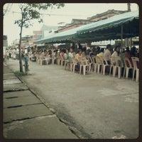 Photo taken at ตลาดโต้รุ่ง แม่ขรี by Warit P. on 1/1/2013