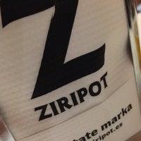 รูปภาพถ่ายที่ Ziripot โดย Hector A. เมื่อ 4/30/2015