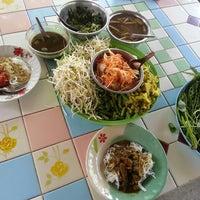 Photo taken at ขนมจีน พี่จอย by Eddie C. on 9/27/2013