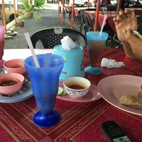 Photo taken at Repoh Seafood by Mzkamall T. on 5/3/2014