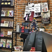 Photo prise au Nostalji Kitap & Kahve par Esra Özençoğlu le1/26/2018