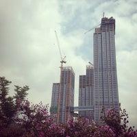 Photo taken at 이촌동 한강변 by 현 김. on 8/15/2014