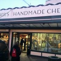 Das Foto wurde bei Beecher's Handmade Cheese von Kenneth L. am 11/27/2012 aufgenommen