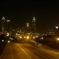 Foto tomada en Jackson Street Bridge por Matt M. el 1/28/2013