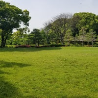 Photo taken at 藤田邸跡公園 by coma2619【salon夕顔楼】 間. on 5/15/2018