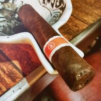 3/17/2016에 Henry H.님이 TG Cigars에서 찍은 사진