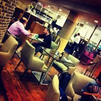 Photo taken at British Airways Galleries Lounge by Pierre L. on 11/10/2012