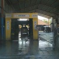 Photo taken at Bali Wisata Automatic Car Wash by Budhiwijaya (. on 11/23/2015