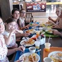 Foto tirada no(a) Restaurante Golden Grill por Fabiana K. em 8/3/2014