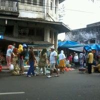 Photo taken at Bubur Ayam Ade Jl Taifur Yusuf by Lia A. on 1/24/2013