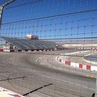 Foto tirada no(a) Bullring at Las Vegas Motor Speedway por Sal S. em 10/20/2012