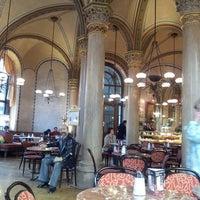 Photo prise au Café Central par Juliana S. le5/14/2013