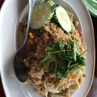 รูปภาพถ่ายที่ Noppakao Thai Restaurant โดย Lei J. เมื่อ 6/19/2018