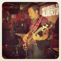 Foto tomada en Rock&Roll Radio Club por Daniel P. el 10/13/2012