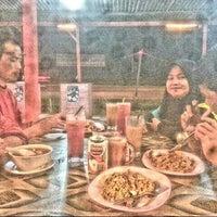 Photo taken at Restoran Gelas Besar, Kuala Selangor. by MNS N. on 4/30/2015