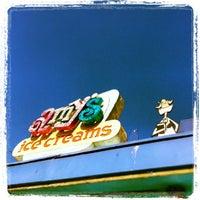 5/11/2013 tarihinde Jerome P.ziyaretçi tarafından Amy's Ice Creams'de çekilen fotoğraf