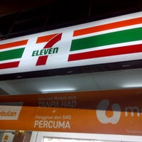 Photo taken at 7 Eleven by MR_APIH on 10/27/2012