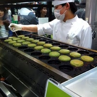 5/12/2012 tarihinde Satoshi H.ziyaretçi tarafından Pâtisserie Sadaharu AOKI Paris'de çekilen fotoğraf