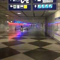 Das Foto wurde bei Terminal 1 von Kai B. am 9/3/2012 aufgenommen