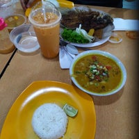 Photo taken at Food Court ITC Cempaka Mas by Hansen H. on 8/15/2017