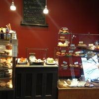 Foto tirada no(a) Macrina Bakery por OZGE em 1/17/2013
