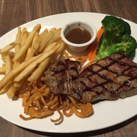 Photo taken at Black Angus Steakhouse by Simon T. on 11/2/2014