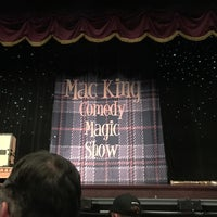 Foto tirada no(a) The Mac King Comedy Magic Show por Kurst H. em 10/8/2016