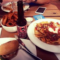Photo taken at Yard Bird Ale House by Reboona on 3/28/2016