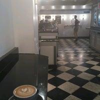 Снимок сделан в Ninth Street Espresso пользователем Sasha G. 8/29/2016