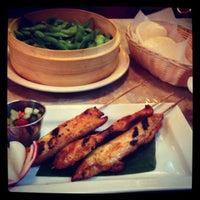 Das Foto wurde bei East-West Grille von Mr. O am 11/10/2012 aufgenommen