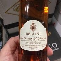 Das Foto wurde bei Total Wine & More von Patrizio am 12/22/2016 aufgenommen