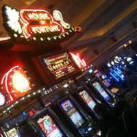 Foto diambil di Niagara Fallsview Casino Resort oleh Kwoi 国. pada 6/22/2013