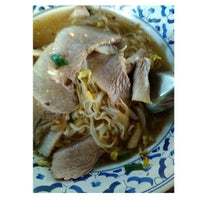 Photo taken at ก๋วยเตี๋ยวหมูทองหล่อ by Lady GN 👑 ✨. on 3/2/2014