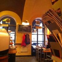 รูปภาพถ่ายที่ Café Daniel Moser โดย zafer k. เมื่อ 10/29/2012